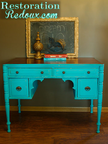 Chalkpainted Turquoise Desk