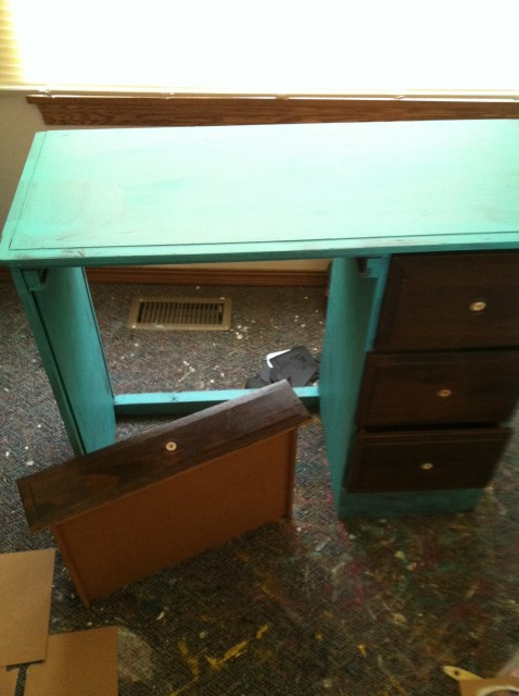 childs desk before pic