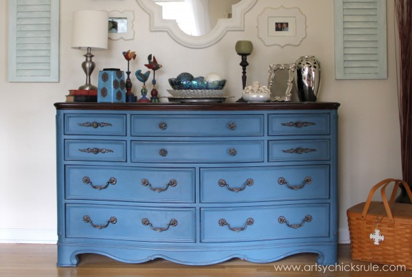 Aubusson-Blue-Dresser-Re-do-after-artsychicksrule.com-aubussonblue-chalkpaint-diy-600x403