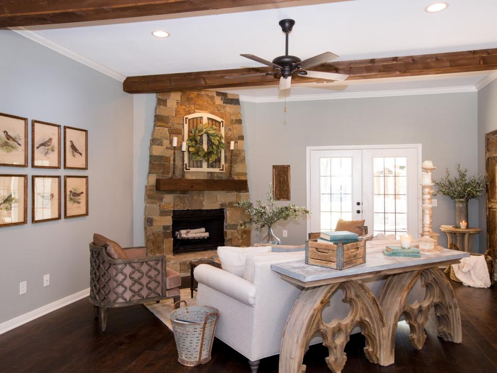 Top 10 fixer upper living rooms daily dose of style for Joanna gaines living room ideas