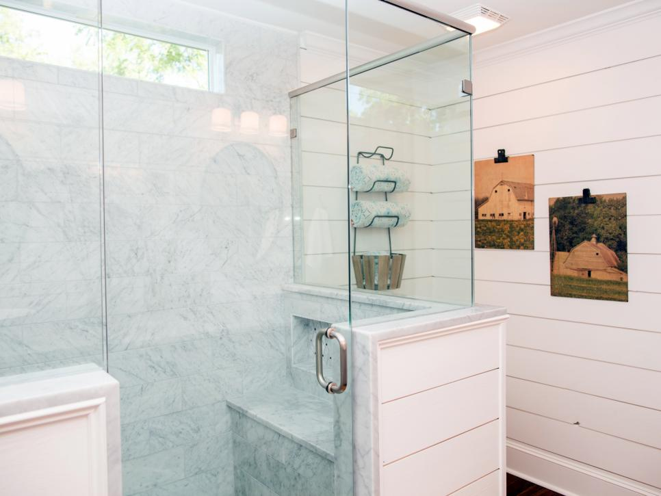 Top 10 fixer upper bathrooms daily dose of style for Joanna gaines bathroom designs